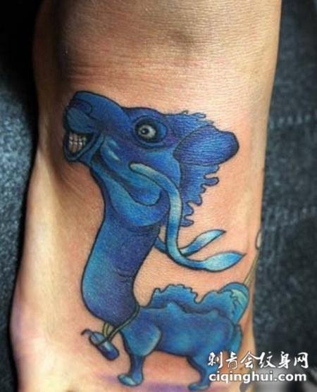 脚背可爱的大头骆驼纹身图案
