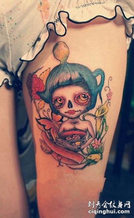 女生大腿上可爱的小女孩头像纹身