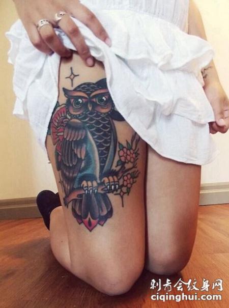 女性腿部猫头鹰纹身
