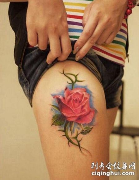 美女腿部漂亮好看的彩色玫瑰花纹身图图片