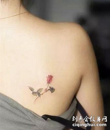 女性背部纹身图片花朵图片