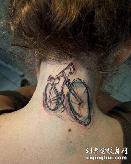 女性脖子自行车纹身图案
