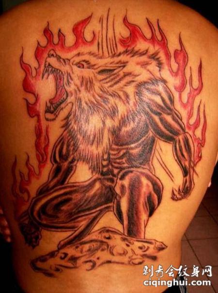 满背火焰狼人纹身图案