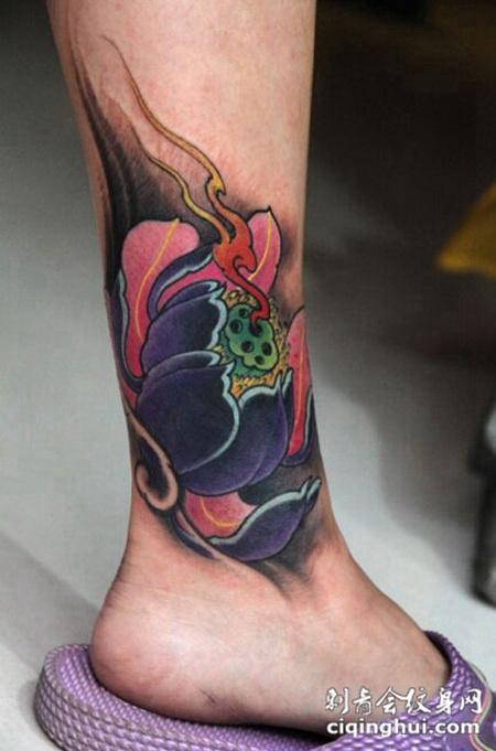 脚踝精美好看的传统莲花纹身图案