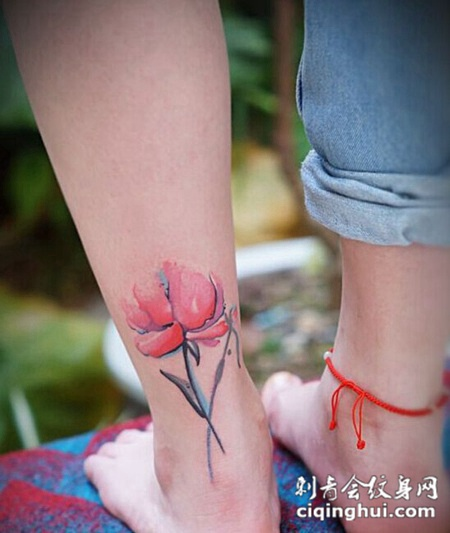 女生脚踝水墨荷花纹身
