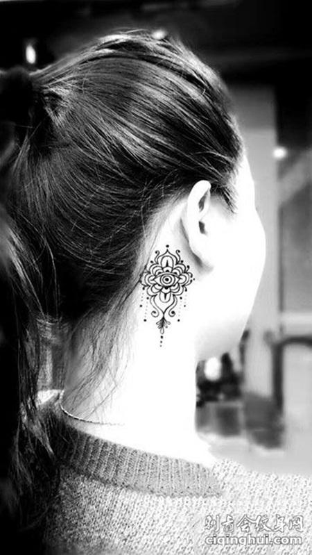 颈部小海娜花纹身图案