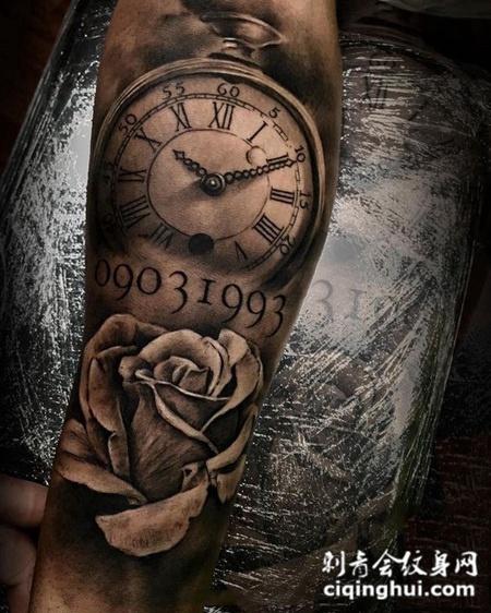 美好时光,手臂怀表与玫瑰花纹身图案
