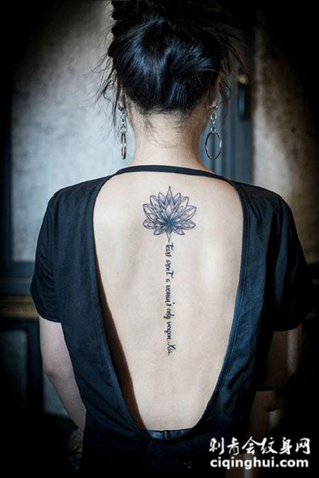 女子后背莲花纹身图案