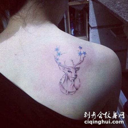 美女后背梅花鹿纹身图案