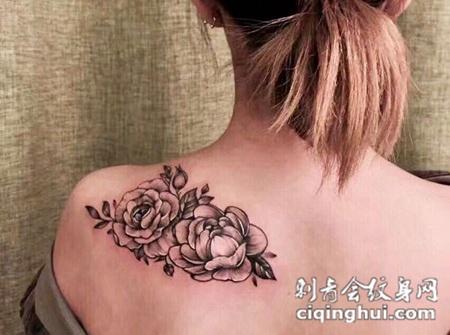 手臂玫瑰纹身图案或者绽放盛夏,手臂好看的黑灰玫瑰纹身图案.