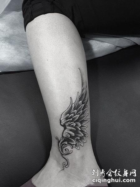 踏上云霄,脚踝处个性翅膀纹身