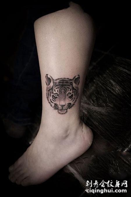 腿部萌小老虎纹身图案