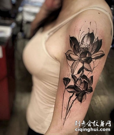 静默花开,手臂黑灰莲花纹身图案