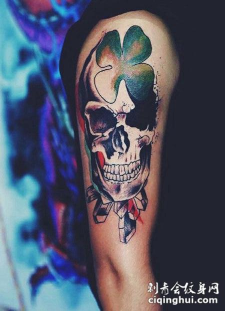 手臂骷髅花纹身图案