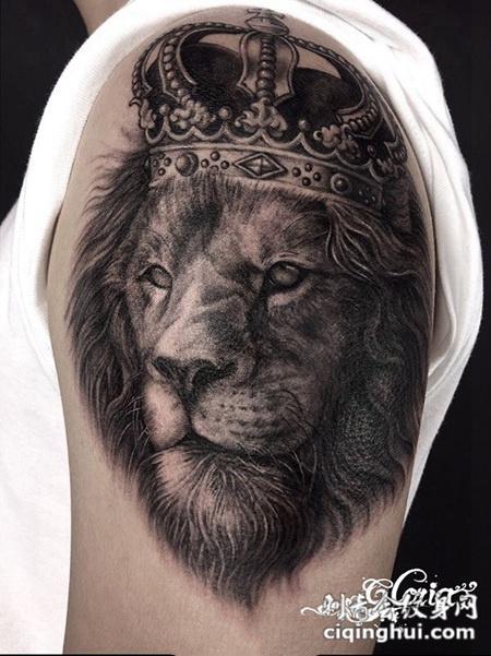 狮心王座,手臂写实风狮子纹身图案
