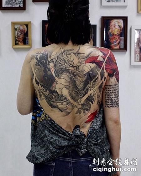 咆哮的神兽,后背霸气麒麟纹身