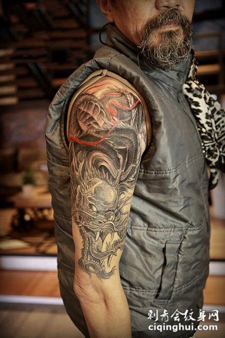 龙神咆哮,大臂霸气神龙纹身
