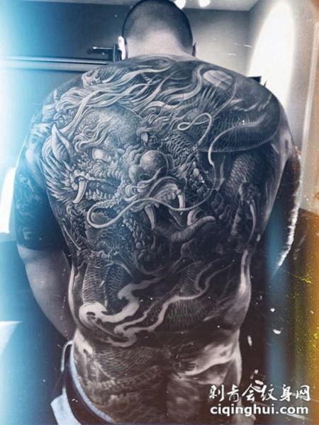 满背霸气恶龙纹身图案,您可能还会喜欢龙啸九天,满背霸气黑龙纹身或