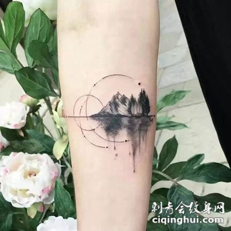 天高云淡,手臂有意境的山水风景纹身