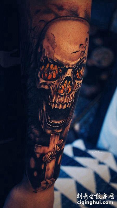 地狱之门,手臂个性骷髅与十字架墓碑纹身
