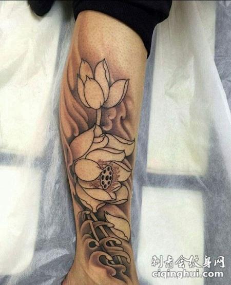 小腿上的莲花纹身图案