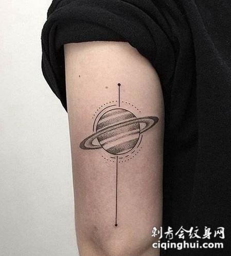 男生手臂星球纹身图片