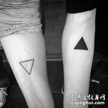时尚简约,手臂上的情侣三角形纹身图图片