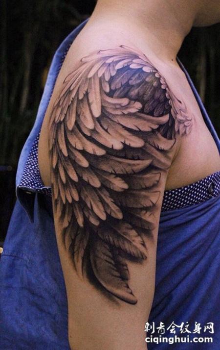 展翅翱翔,手臂好看的翅膀纹身图案