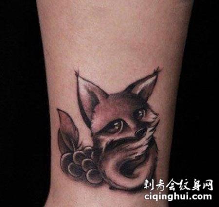 脚踝可爱的狐狸纹身图片