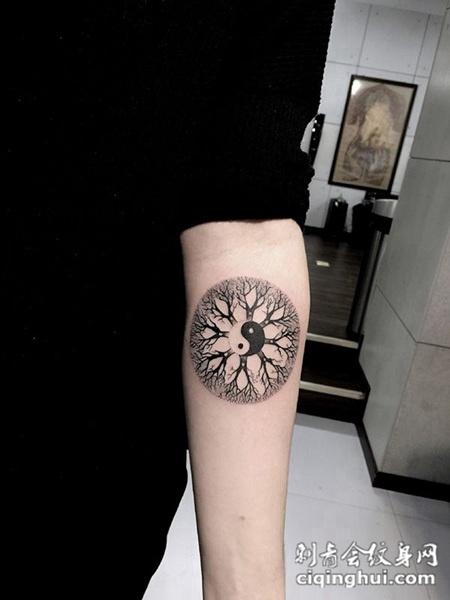 否极泰来,手臂生命树太极图腾纹身图片
