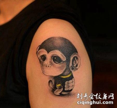 大臂呆萌的猴子纹身图案