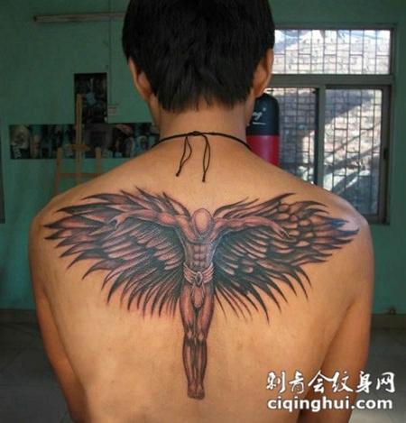男士背部堕落天使纹身图片