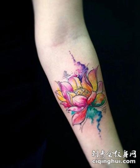 在世如莲,不浮不华,手腕莲花纹身