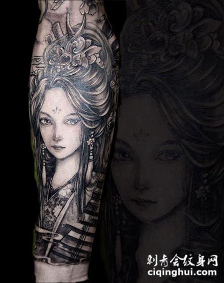 冷艳丽人,手臂古风美女肖像纹身