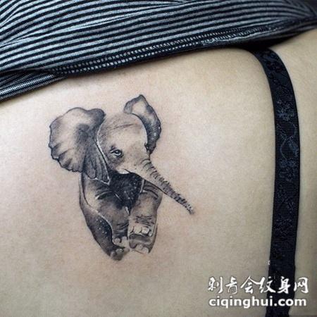 可爱小飞象,后背大象创意纹身图案
