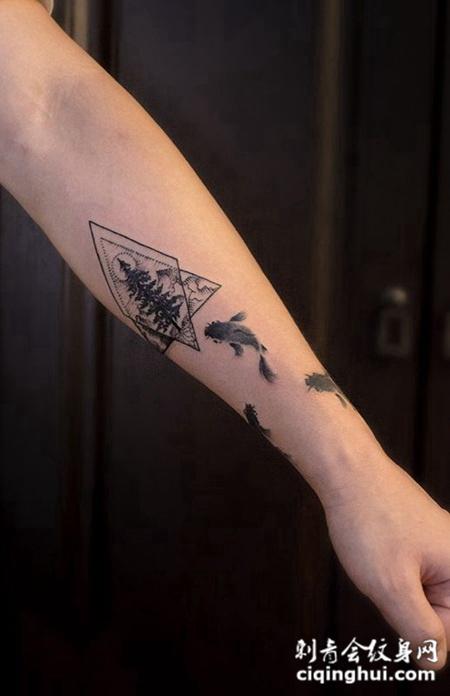 霜林秋水鱼自在,手臂鲤鱼个性纹身图案