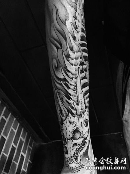 化龙入骨,手臂霸气龙骨个性纹身图片