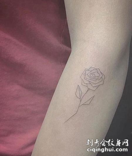 简洁线条勾勒玫瑰的优雅,手臂玫瑰线条纹身图案