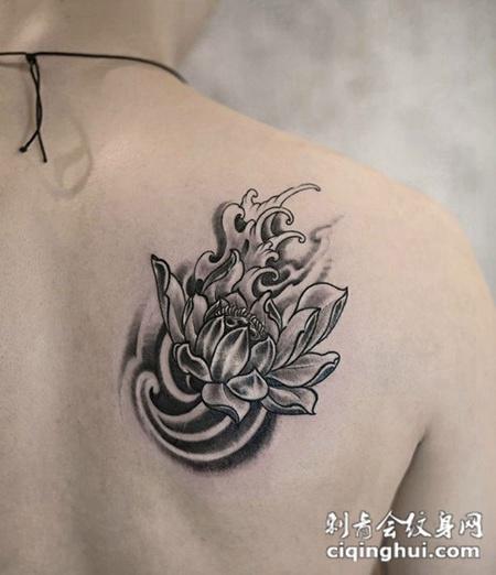 莲花飘香,后背莲花水浪个性纹身