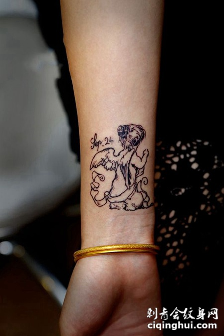 纯真的背影,手臂小天使可爱纹身