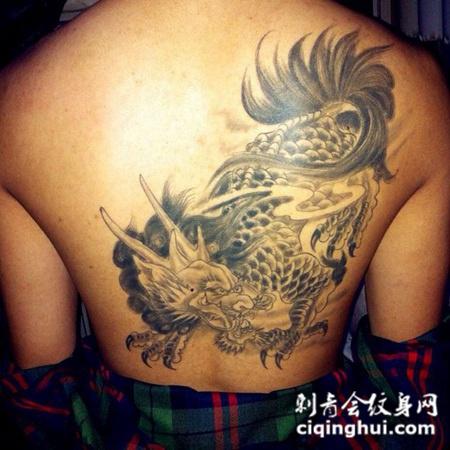 背部黑灰麒麟纹身图案