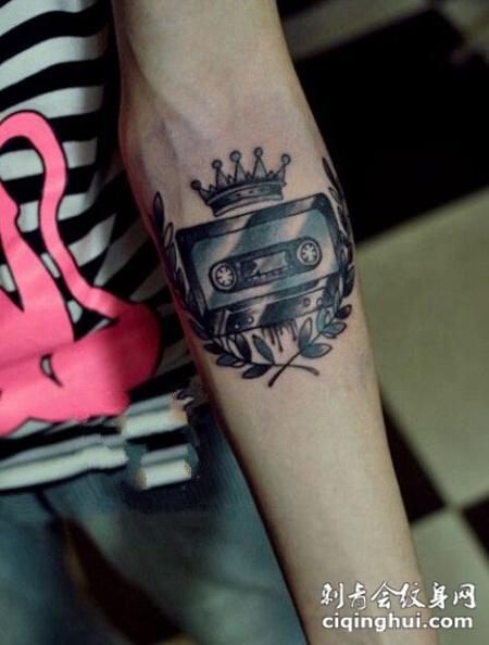 手臂个性磁带纹身
