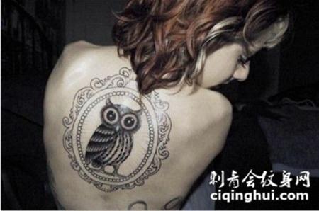女生背部猫头鹰欧美个性纹身