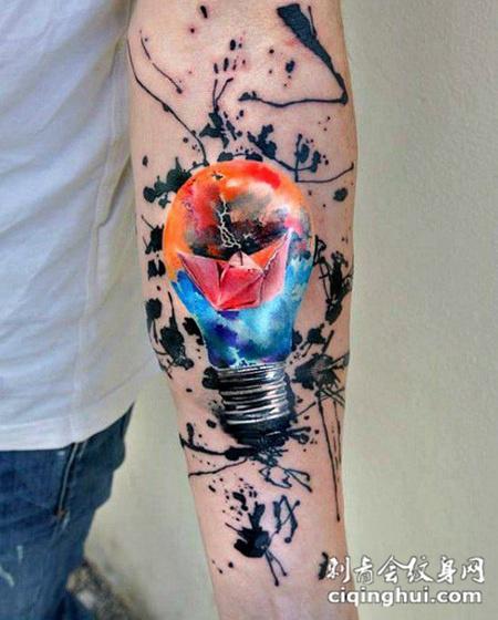 照亮人生,手臂灯泡彩绘纹身