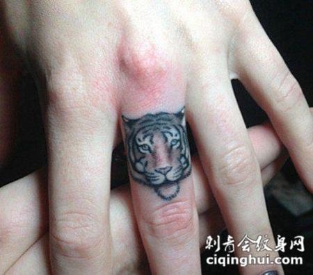 纹身图案手指小老虎图片