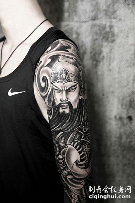 手臂上的关公纹身图案