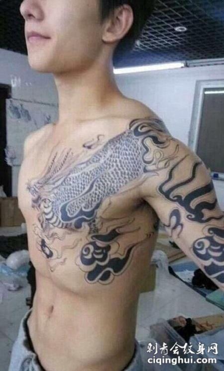 小哥张起灵的麒麟纹身图案