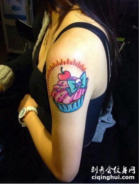 手臂个性纹身图案女生图片