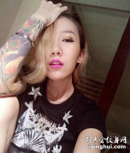 夜店美女纹身图片欣赏