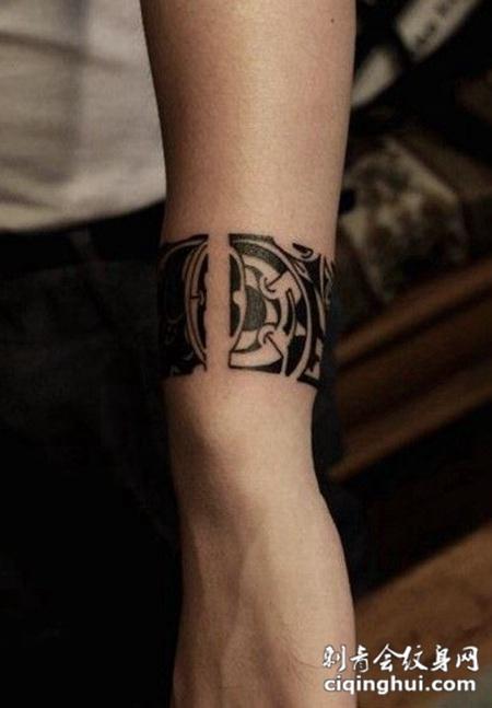 手腕圆形图腾纹身图案
